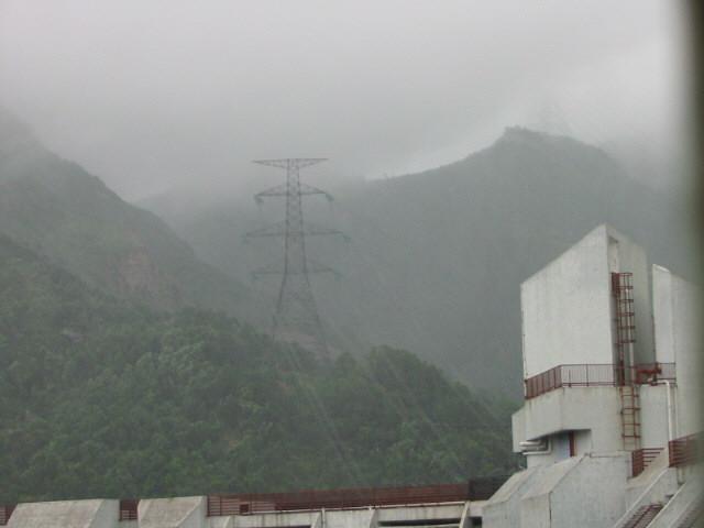 typhoon4.JPG (52052 bytes)